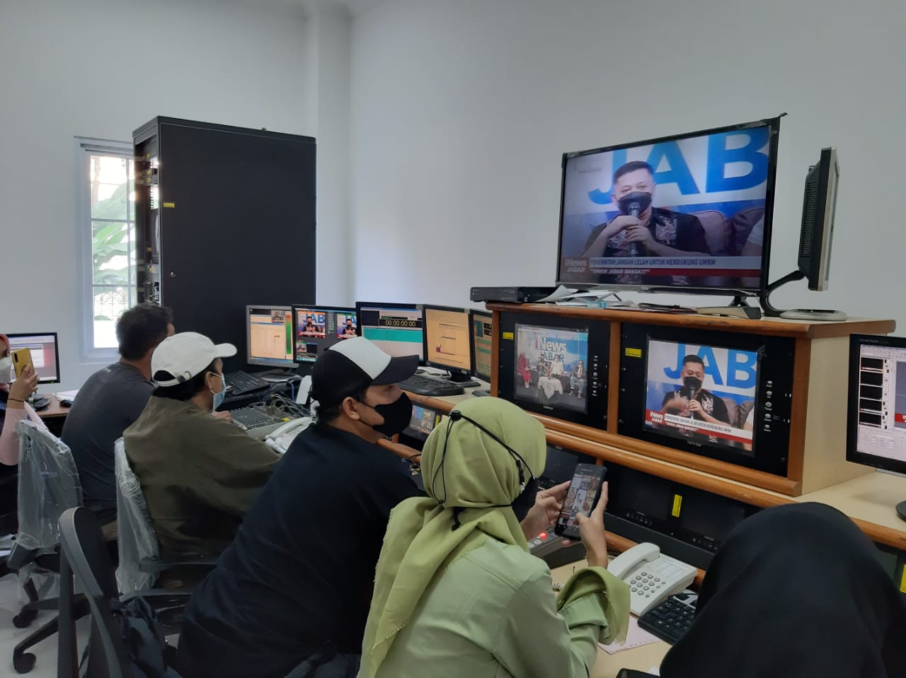 talk-show-inews-tv-jahe-merah-tirta-dewi